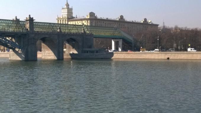 Юзеры разглядели «корабль-призрак» наМоскве-реке