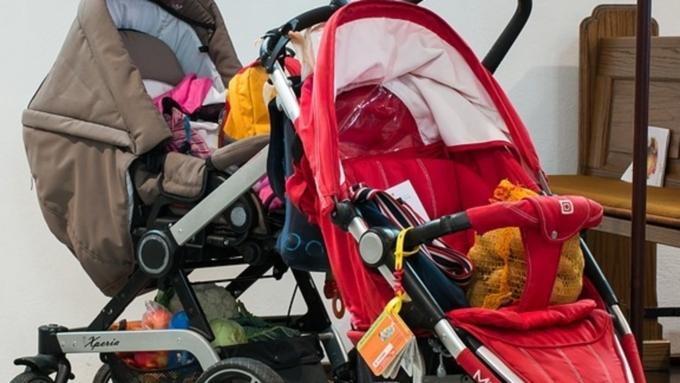 Милиция ищет женщину, которая украла коляску с сыном вПетергофе