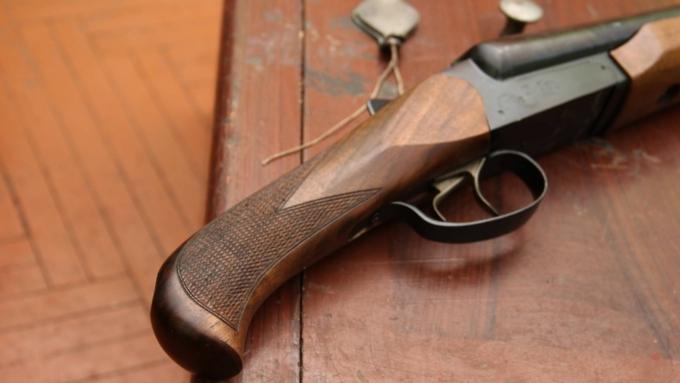 ВБийске осудят мужчину, который прострелил знакомой руку изобреза охотничьего ружья