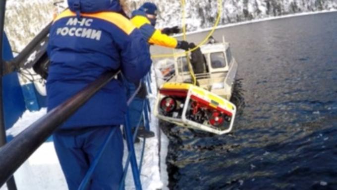 Поискам вертолета вТелецком озере мешают два течения