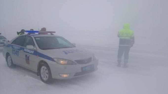 Неменее 120 машин заняты войной соснегопадом вАлтайском крае