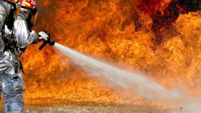 Практически 100 человек эвакуировали изгорящей детской клиники вТвери