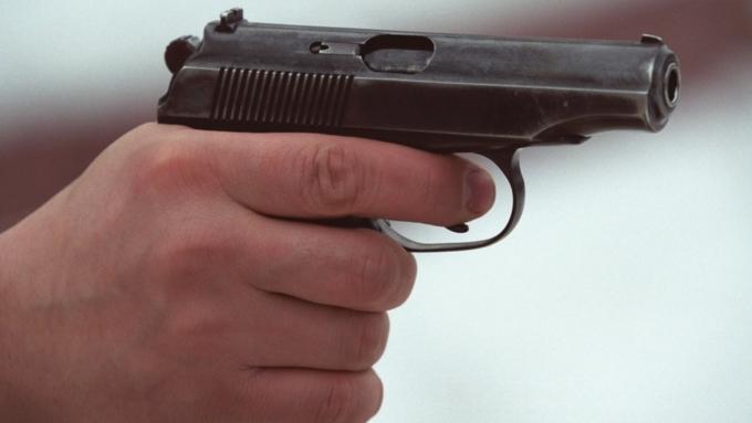 ВНовосибирске выстрелили вголову мужчине, заступившемуся задевушек