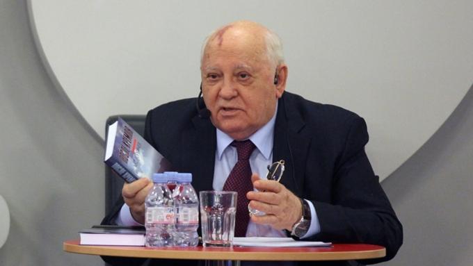 Путин поздравил Горбачева сднем рождения