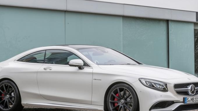 Неизвестные угнали Mercedes за8 млн руб. вцентральной части Москвы