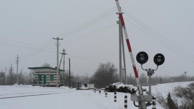 Мужчина умер встолкновении поезда итрактора вАлтайском крае