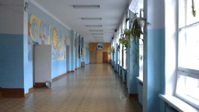 Девочка пробовала покончить ссобой вмногоэтажном здании школы вТомске