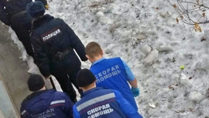 ВЛенинском районе сшестого этажа упала женщина