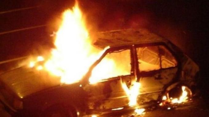 Автомобили загорелись вБарнауле вночь на27марта