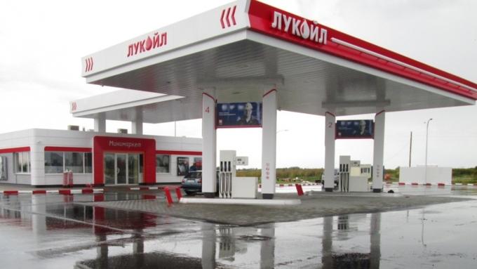 Репортерам стало известно отом, кому «Лукойл» собирается торговать свои АЗС