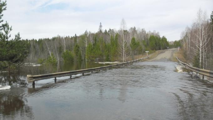 Паводковые воды затопили 30 метров дороги «Алейск-Чарышское» наАлтае