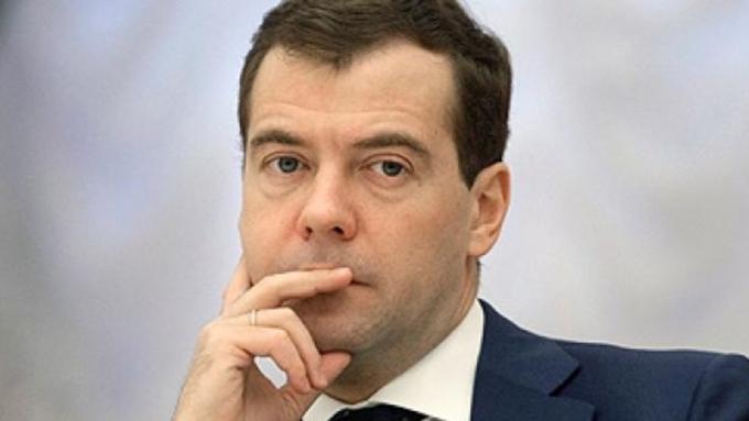 Медведев подал декларацию о собственных доходах за2016 год
