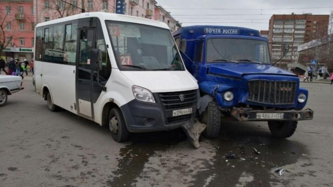 ВБарнауле вДТП смаршруткой пострадали трое людей
