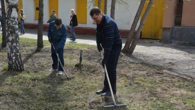 Сергей Дугин призвал барнаульцев активнее участвовать вмесячнике санитарной очистки