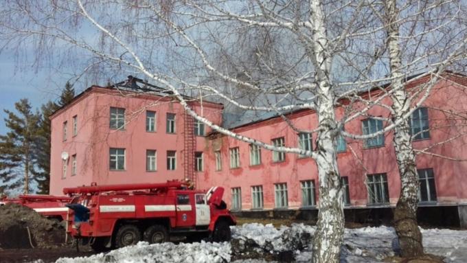 Практически 200 человек эвакуировались иззагоревшейся школы вАлтайском крае
