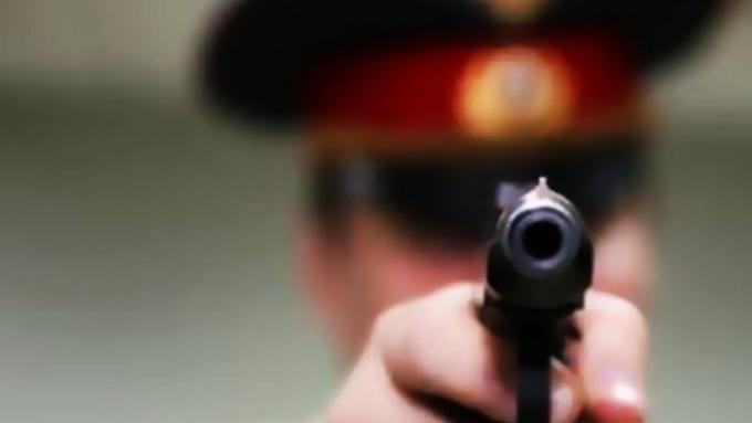 ВАлтайском крае участковый, защищаясь, выстрелил вмужчину сножом