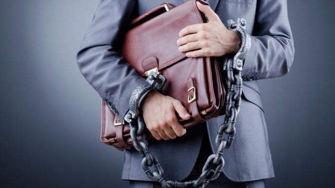 Экс-чиновник наАлтае убежал отследователей после возбуждения уголовного дела