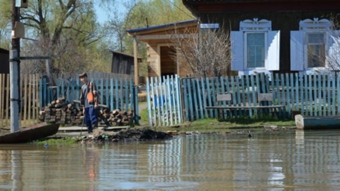 Всего метр остался докритического уровня воды врайоне барнаульского поселка Затон