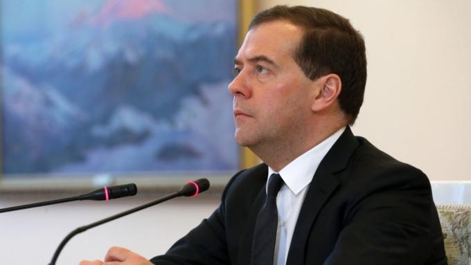Медведев пообещал приложить все усилия для поднятия зарплат граждан России
