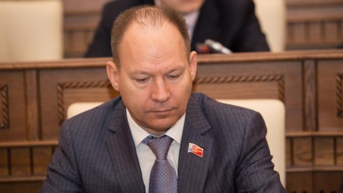 Самый богатый депутат АКЗС заработал в пять раз больше Путина