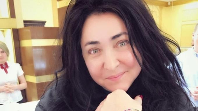 Эстрадную певицу Лолиту Милявскую сняли споезда вУкраинском государстве, непустив кребенку