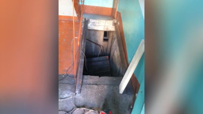 ВБийске при обрушении лестницы вподъезде пострадала пенсионерка