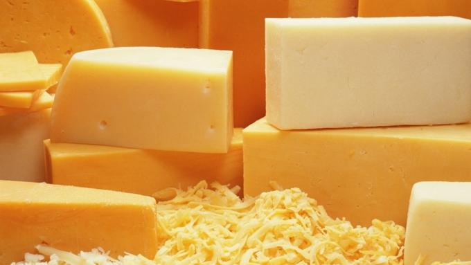 Двое 18-летних парней попались накраже дорогого сыра