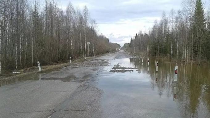 ВАлтайском крае перекрыли несколько участков трасс из-за паводка