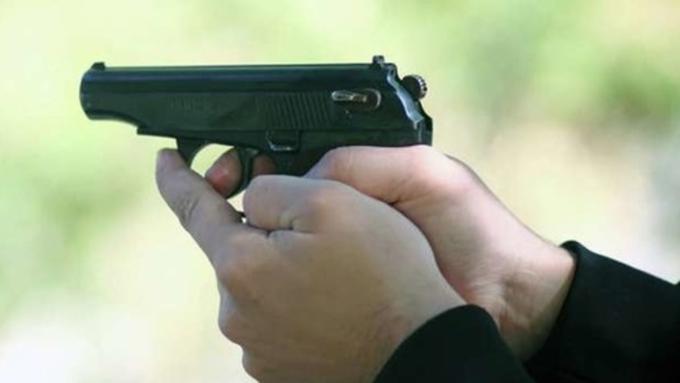 Мужчина обстрелял троих наотдыхе заотказ жарить шашлыки