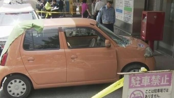 ВЯпонии 70-летняя автоледи протаранила приемный покой клиники