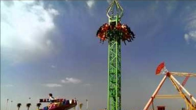 ВТурции люди упали саттракциона, поднимающего гостей на25 метров вверх