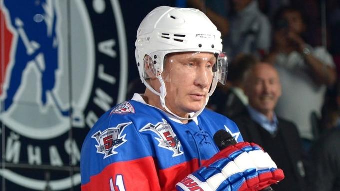 Президент Российской Федерации сыграл всоставе команды «Легенды хоккея» вСочи