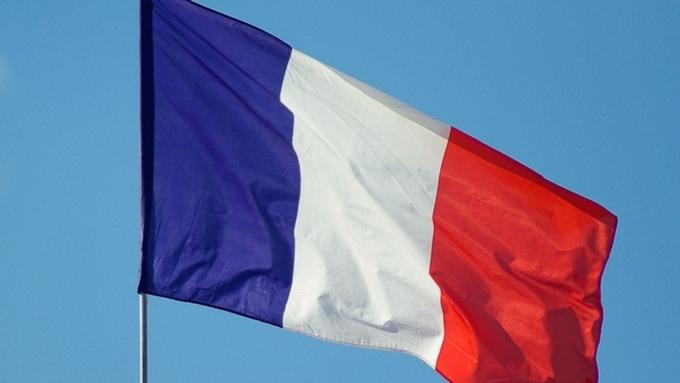Прежний премьер Франции назвал Эмманюэля Макрона подлецом без всяких ограничений