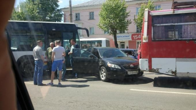 Свидетели: массовое ДТП сучастием автобусов случилось вБарнауле