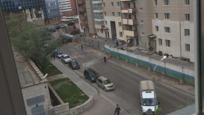 ВНовосибирске люлька срабочим рухнула с11-го этажа дома