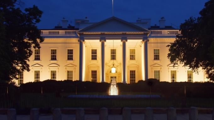Таинственные вспышки красного цвета были замечены вокнах Белого дома