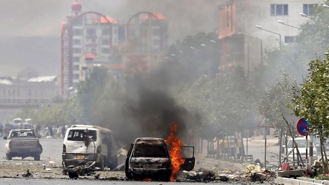 Взрыв упосольства Германии вКабуле: десятки погибших