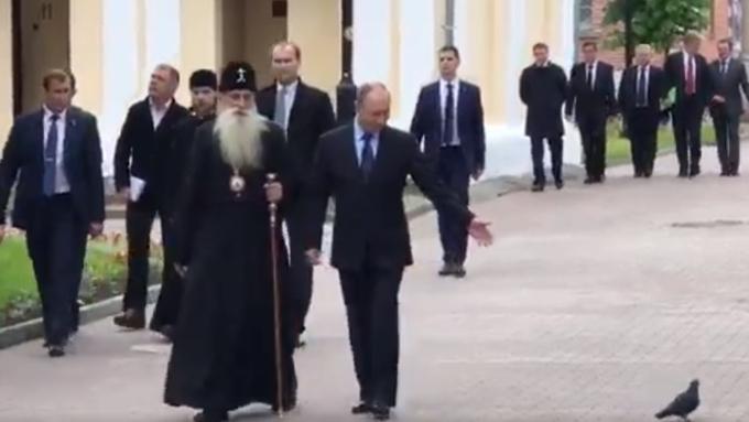 «Встреча» В.Путина сголубем стала мемом в социальных сетях