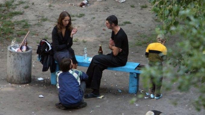 Распивающих спиртное взапрещённых местах предлагают посылать намедосвидетельствование