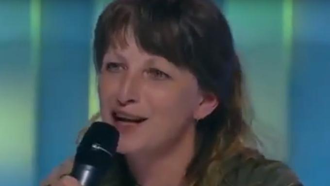 Украинская женщина-снайпер посвятила Порошенко песню о«шоколадной попе»