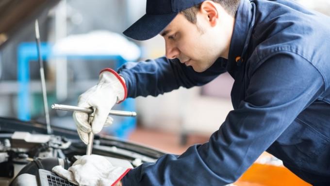 Автослесари и токари  самые денежные вакансии рабочего персонала в Барнауле 2d447d56a43