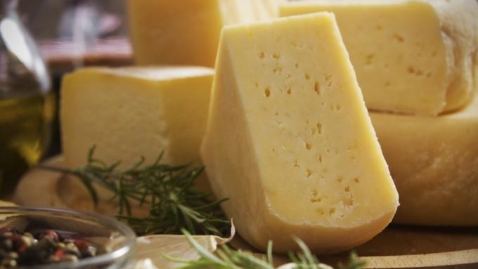 Любимый архангелогородцами «Российский» сыр неподтвердил высочайшего доверия
