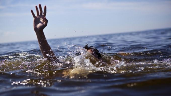 Школьник потонул, спасая одноклассницу вОмской области