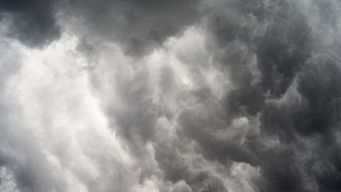 16 человек пострадали из-за шквалистого ветра в столицеРФ