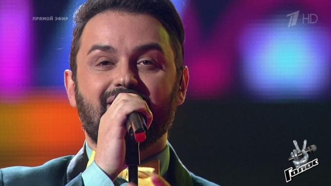 Один изучастников русского песенного конкурса успокаивал пассажиров рейса Москва-Батуми