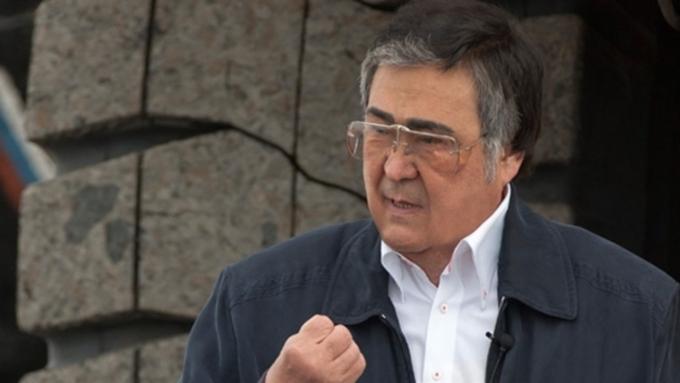 Губернатор Кемеровской области Тулеев идет напоправку