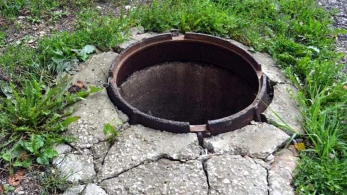 3-х летний ребенок захлебнулся вводопроводном люке вКрасноярске