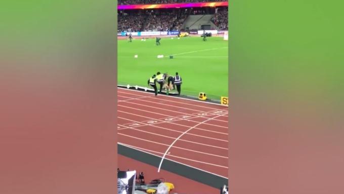 Обнажённый мужчина выбежал настадион начемпионате мира полёгкой атлетике