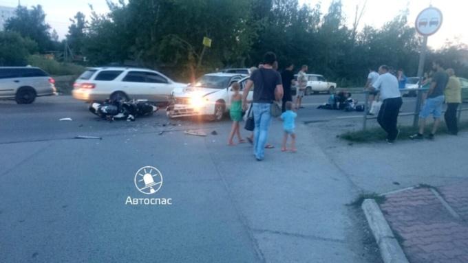 Мотоциклист идевушка столкнулись синомаркой вНовосибирске