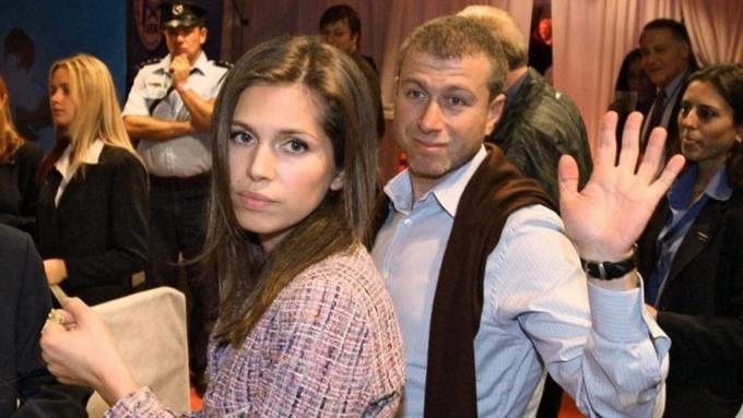 'Мы расстались!': Роман Абрамович объявил о разрыве с Дарьей Жуковой